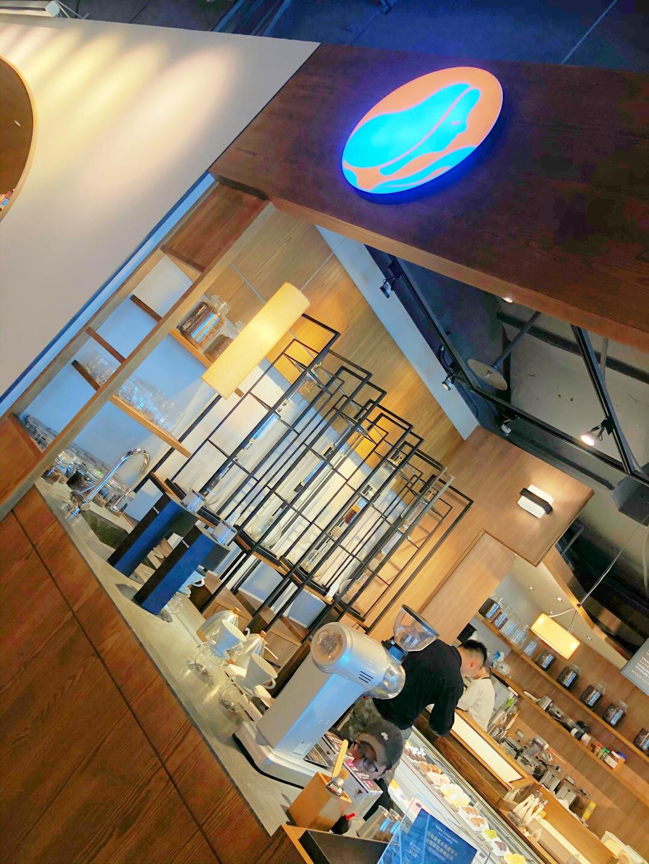 南港車站鳶屋書店新開幕(內附茶屋餐廳詳細菜單)同場加映路易莎貝果。CITYLINK 2樓整修後有亮點。(2019-12-11)