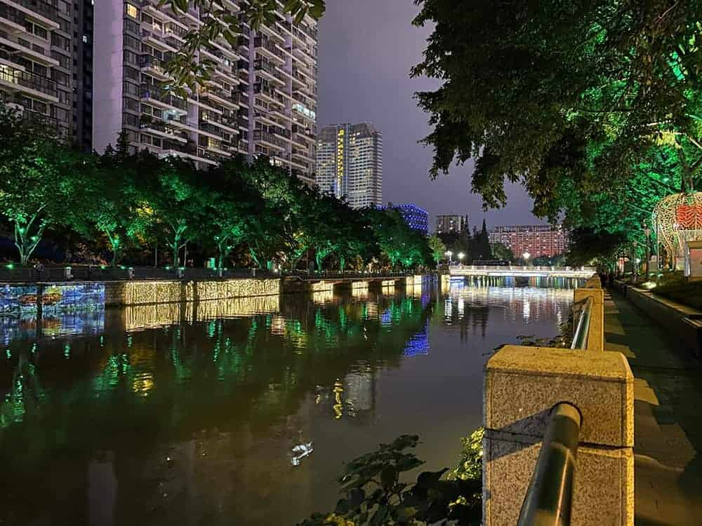 Walking along the Jin River, Chengdu