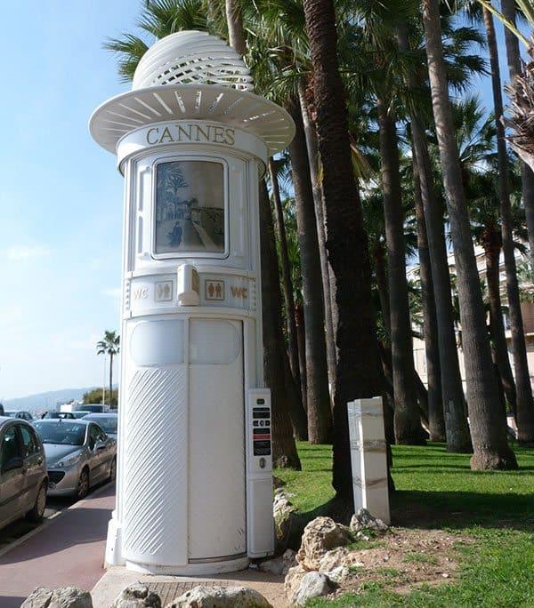 Cannes toilet