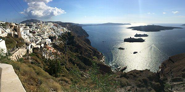 Santorini ships