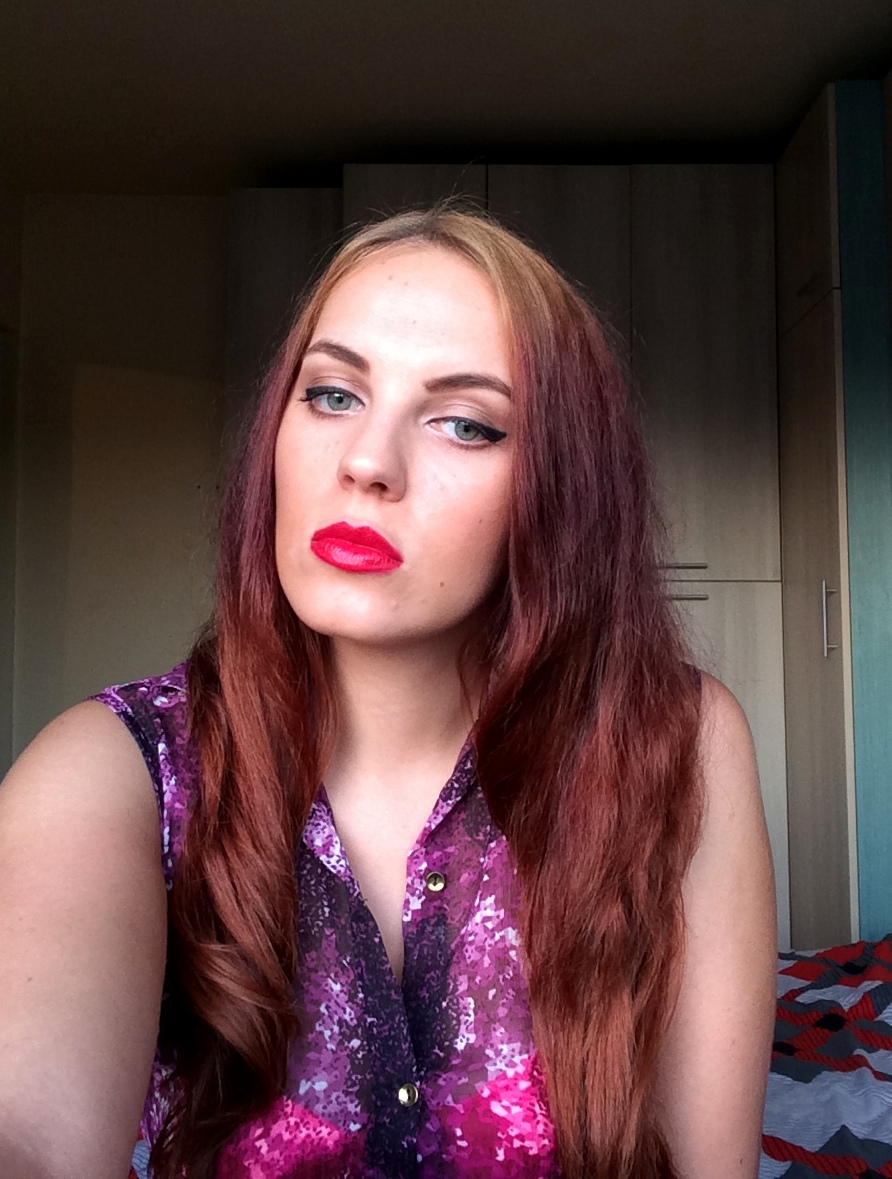 warm smokey eye and red lips - fall make-up look (3)