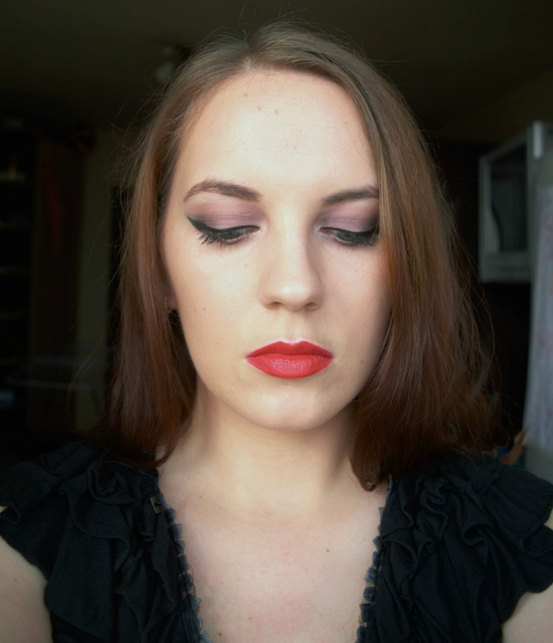 purple eyeshadow, cat-eyes and red lips - make-up look by Bloggerissa (4)
