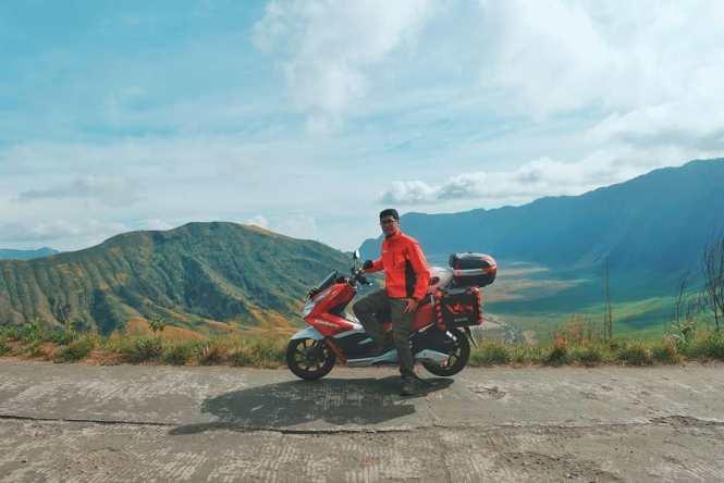 Kalau ini... GUE, motovlogger Indonesia abal abal. Wkwkwkwk!