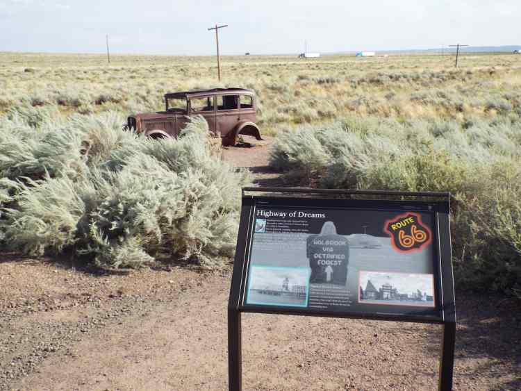 Monument to Route 66 in the petrified national forest
