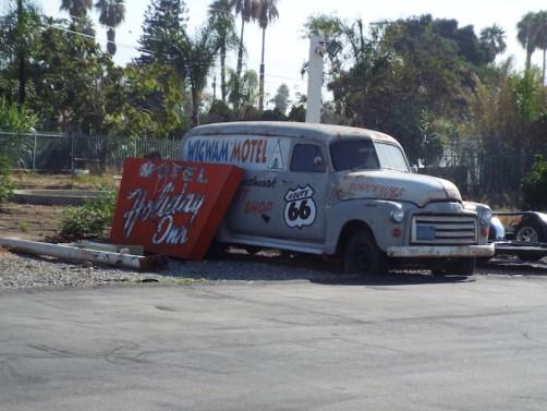 classic car at The wigwam Motel