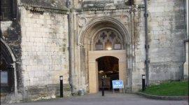 Continúan las preparaciones en la Catedral de Gloucester para la filmación de Harry Potter y el Príncipe Mestizo