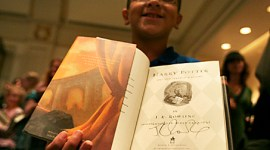Copia de 'Deathly Hallows' Autografiada por JKR Ayuda a Clínica en Africa Central