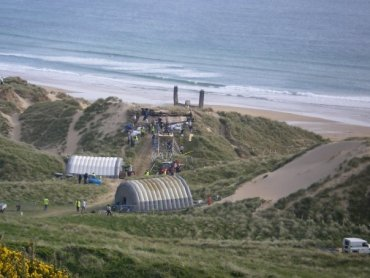 ACTUALIZADO: Actores y Equipo Técnico Preparados para Filmar Escenas de 'El Refugio' en Wales