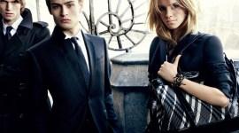 Emma Watson Impacta en Primeras Imágenes para Campaña Publicitaria de 'Burberry'