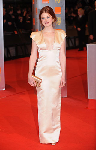 Bonnie Wright, Jamie Campbell Bower & Jason Isaacs Asisten a los BAFTA's