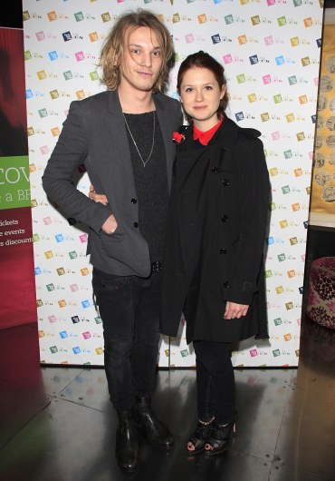 Bonnie Wright y Jamie Campbell Bower en la Ceremonia del Festival 'Birds Eye View'