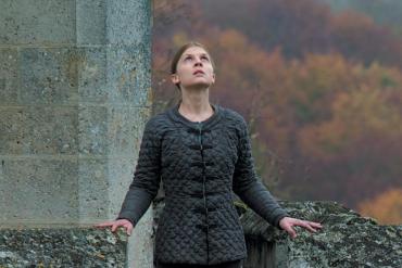 Primeras Imágenes de Clémence Poésy en su Próxima Película 'Jeanne Captive'