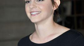 Emma Watson Presenta su Nueva Fragancia 'Lancôme Trésor Midnight Rose' en París