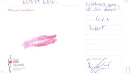 Rupert Grint Da su «Beso» en Apoyo a la Campaña de 'The Eve Appeal' Contra Cánceres Ginecológicos