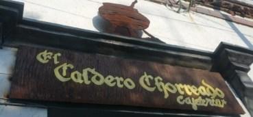 En Londres tienen 'El Caldero Chorreante', pero en México tienen 'El Caldero Chorreado'!