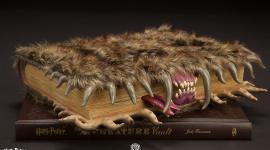 A la Venta Detallada Réplica del 'Monstruoso Libro de los Monstruos'