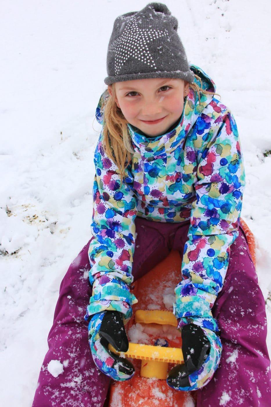 strahlende Kinderaugen im Schnee