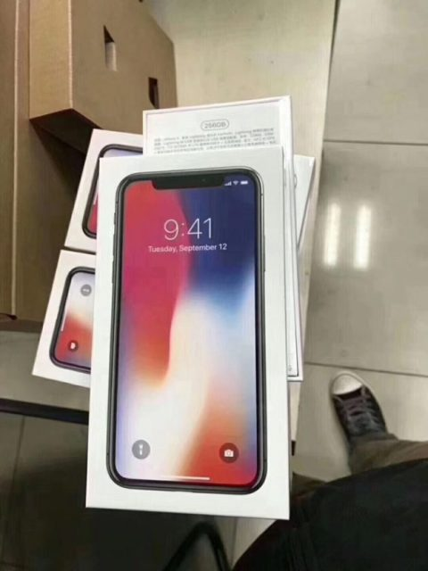Unboxing iPhone X