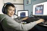 Bambino di 9 anni inventa un videogioco in cui sconfiggere il Covid19