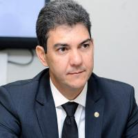 Braide descumpre orientação do Ministério da Saúde e promove filas e aglomeração em Centro de Vacinação