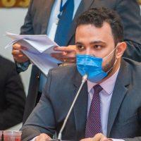 Deputado denuncia irregularidades na vacinação de grupo prioritário