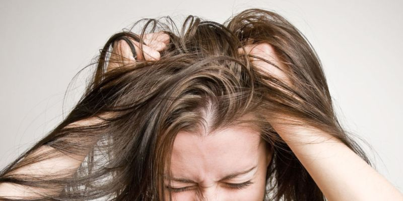 5 Home Remedies For Dandruff And Itchy Scalp