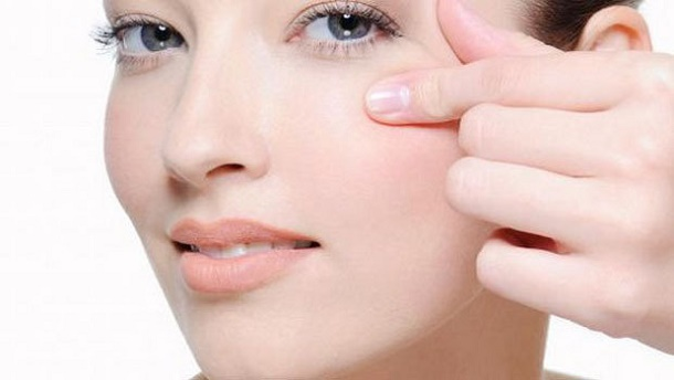 8 Ways For Reducing Lines Under The Eyes