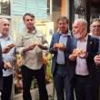 Nova York: Bolsonaro, Queiroga e ministros são obrigados a comer no meio da rua