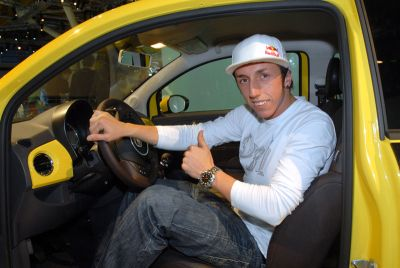 """Tony Cairoli """"vola"""" su Fiat 500"""