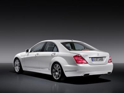 mercedes-classe-s-400-hybrid-prima-ibrida-al-mondo-con-la-tecnologia-delle-batterie-agli-ioni-di-litio-02