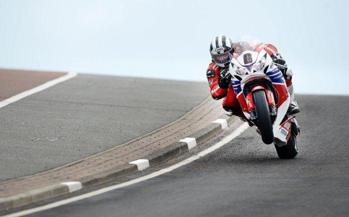 TT Isola di Man 2013 vince Dunlop su Honda CBR1000RR Fireblade