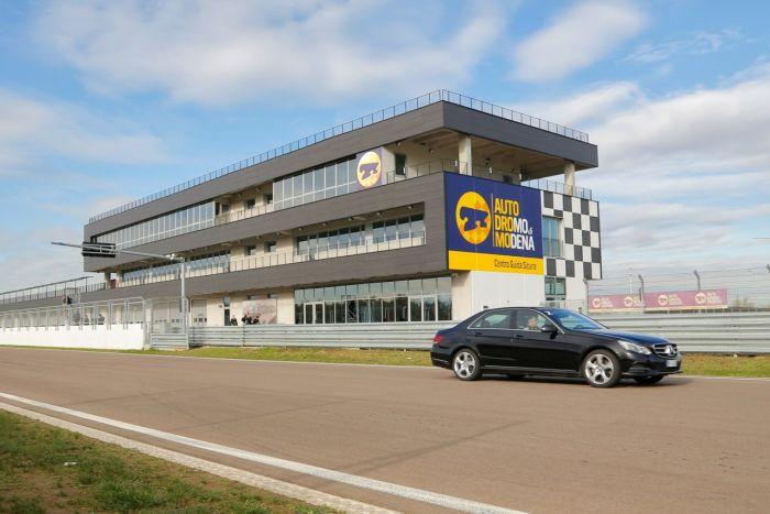 Abbiamo testato la Mercedes Classe E BlueTEC Hybrid all'Autodromo di Modena. Ecco come va. BlogMotori.com 10