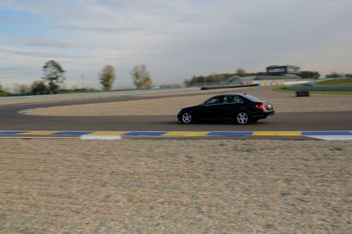Abbiamo testato la Mercedes Classe E BlueTEC Hybrid all'Autodromo di Modena. Ecco come va. BlogMotori.com 3