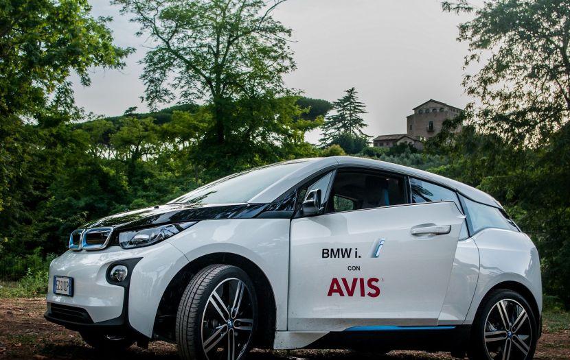 AVIS l'esperienza di guida elettrica attraverso la modernissima BMW i3 elettrica