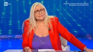 """Mara Maionchi definisce Simona Ventura """"una signora della tv"""" di fronte a Mara Venier"""