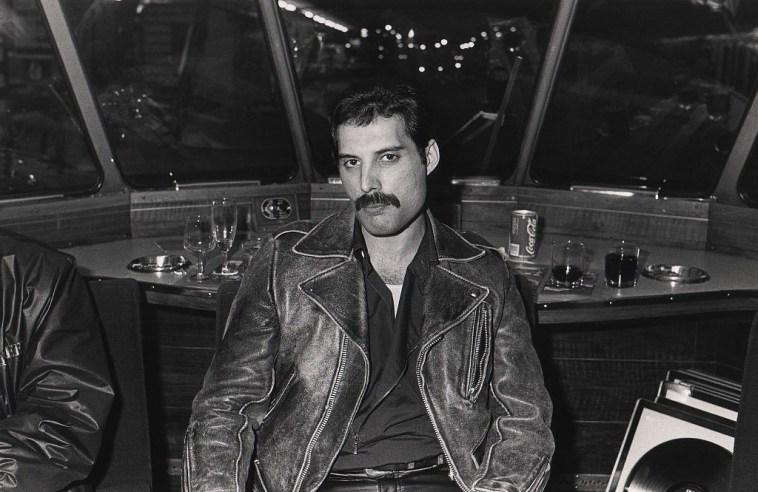 Crazy Little Thing Called Love, la canzone dei Queen: scritta in dieci minuti, in bagno, da Freddie Mercury