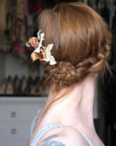 Flores, trança, coque