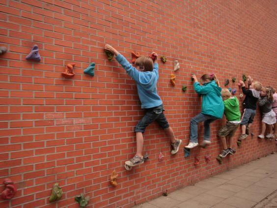 10 niskobud etowych pomys w na przydomowy plac zabaw for Paredes sensoriales
