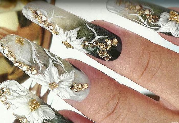 Uñas Decoradas Con Piedras Brillantes Moldes Y Cristales Un Blog