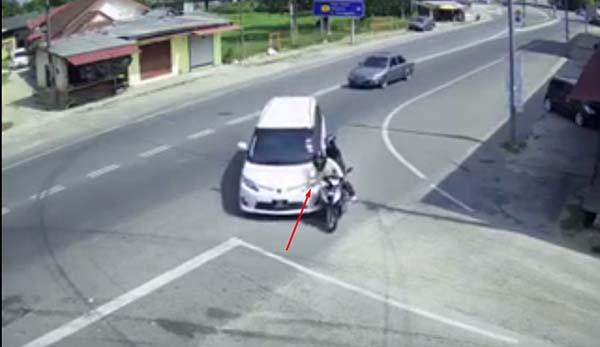 Mobil ke kiri tanpa sein