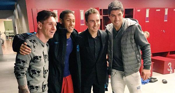 Lorenzo dan pemain FC Barcelona