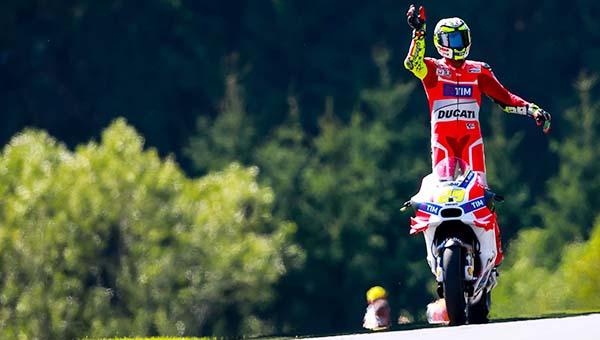 Andrea Iannone menangi MotoGP Austria