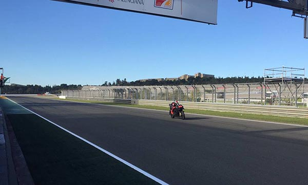 Lorenzo memacu Ducati Desmocedici GP-17