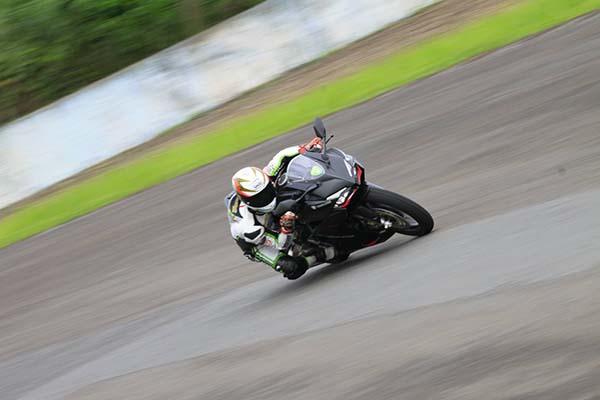 Honda CBR250RR dipakai merebah