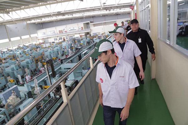 Marquez dan Pedrosa di Pabrik Honda