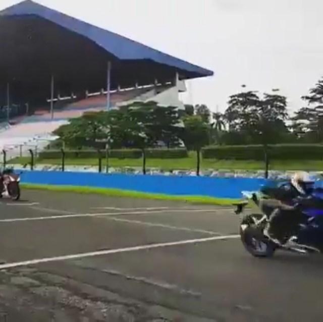 Adu All New R15 vs Honda CBR150R