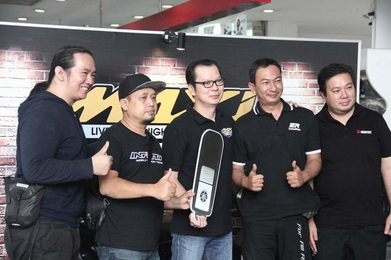 TMAX DX First Owners bersama Eddy Ang selaku Deputy GM Marketing PT YIMM