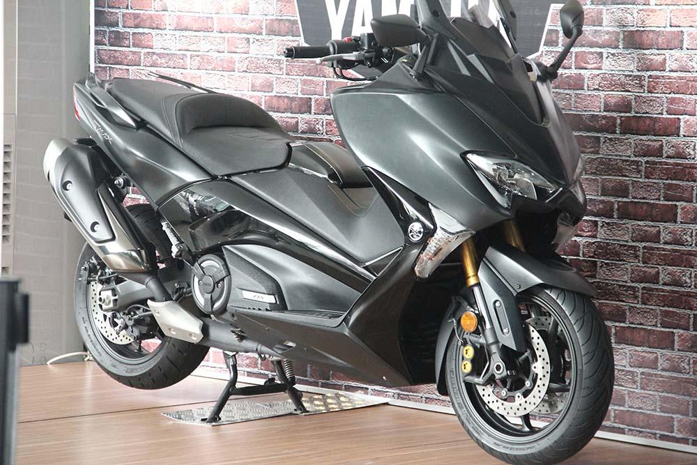 Yamaha TMAX DX Hitam