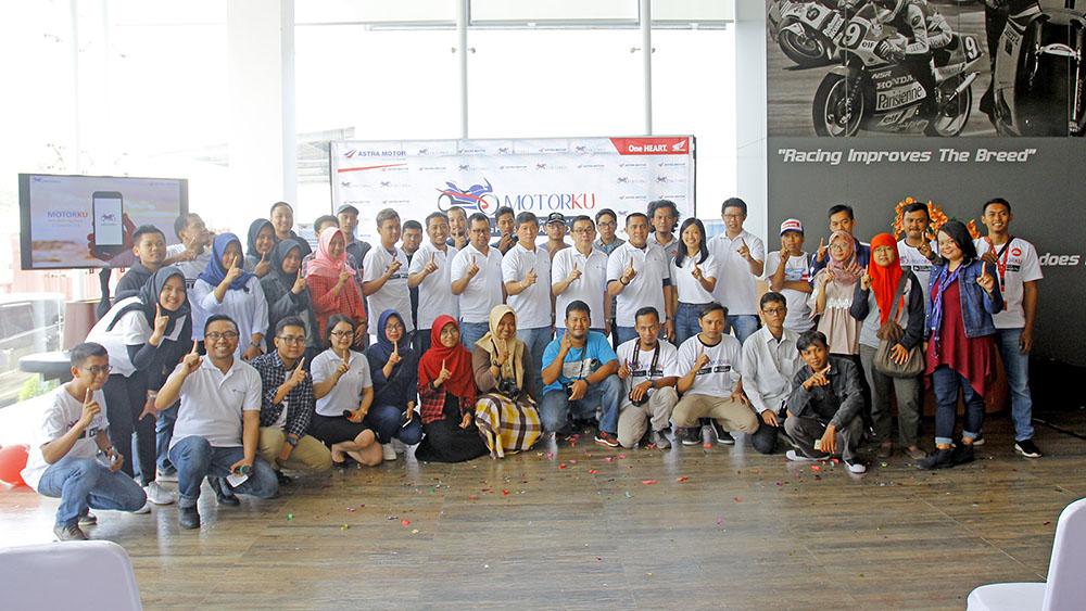 Foto bersama media, Vlogger dan Blogger Jogja launching MotorKu