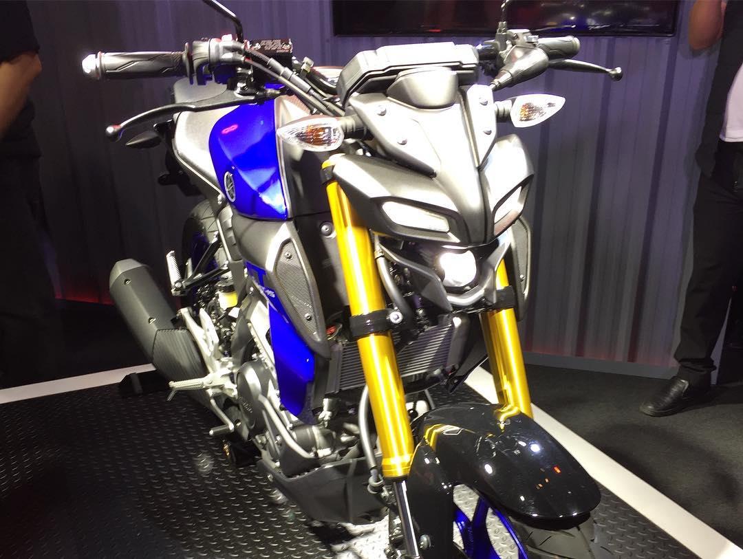 Yamaha MT-15 biru suspensi USD Emas